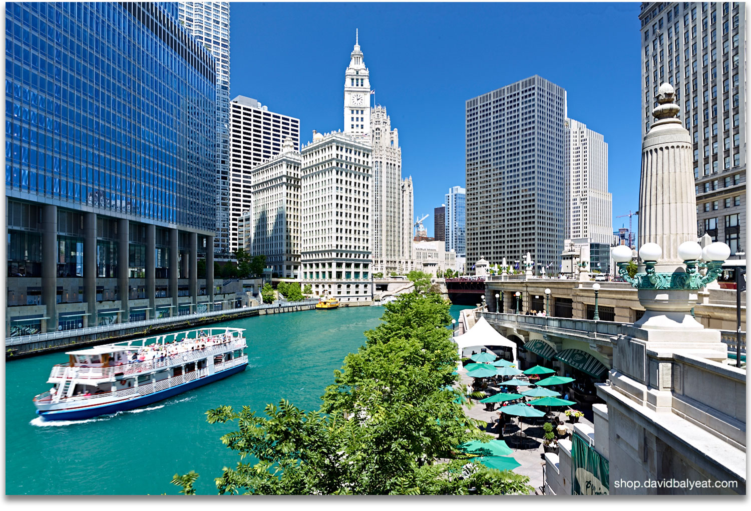 Great Chicago Riverwalk Ferry Boat Patio Diners High Definition HD Professional  Cityscape Photography